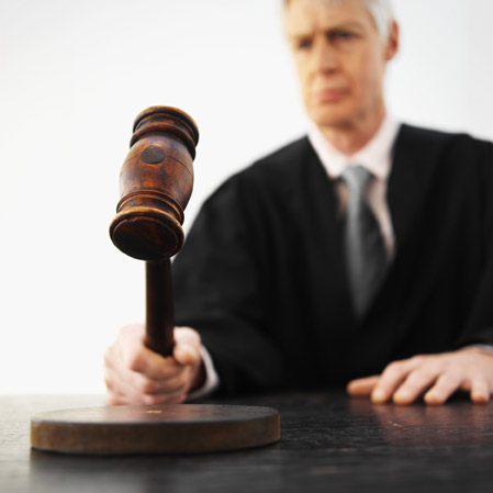 Los jueces se encargan de velar porque se cumplan las leyes.
